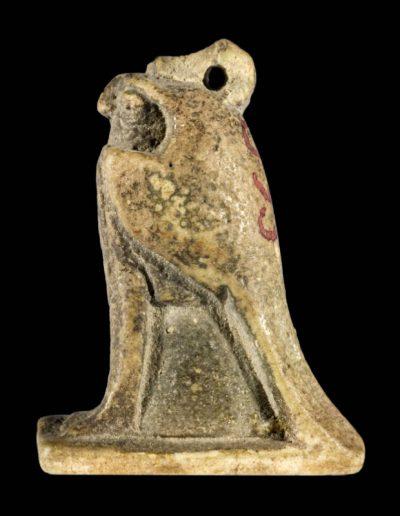 Amuleto raffigurante un falco in faience