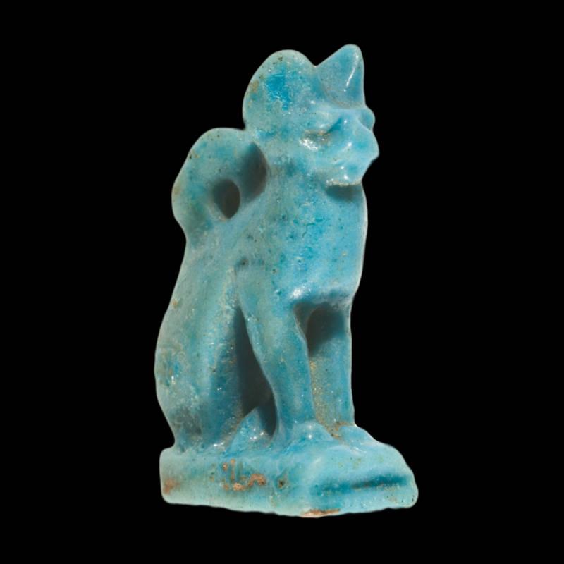 Amuleto raffigurante un gatto in faience