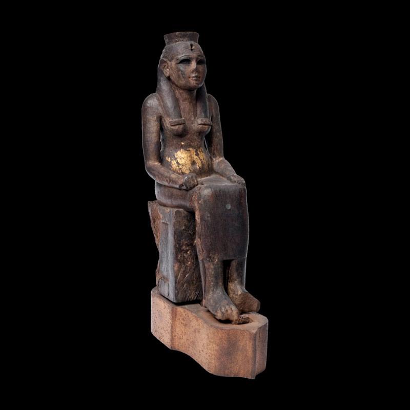 Divinità femminile seduta, legno scolpito e dorato