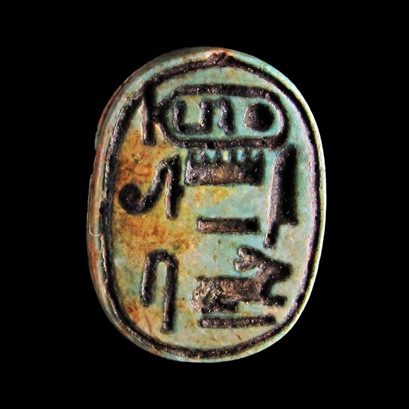 Scarabeo con il prenome della regina Hatshepsut.
